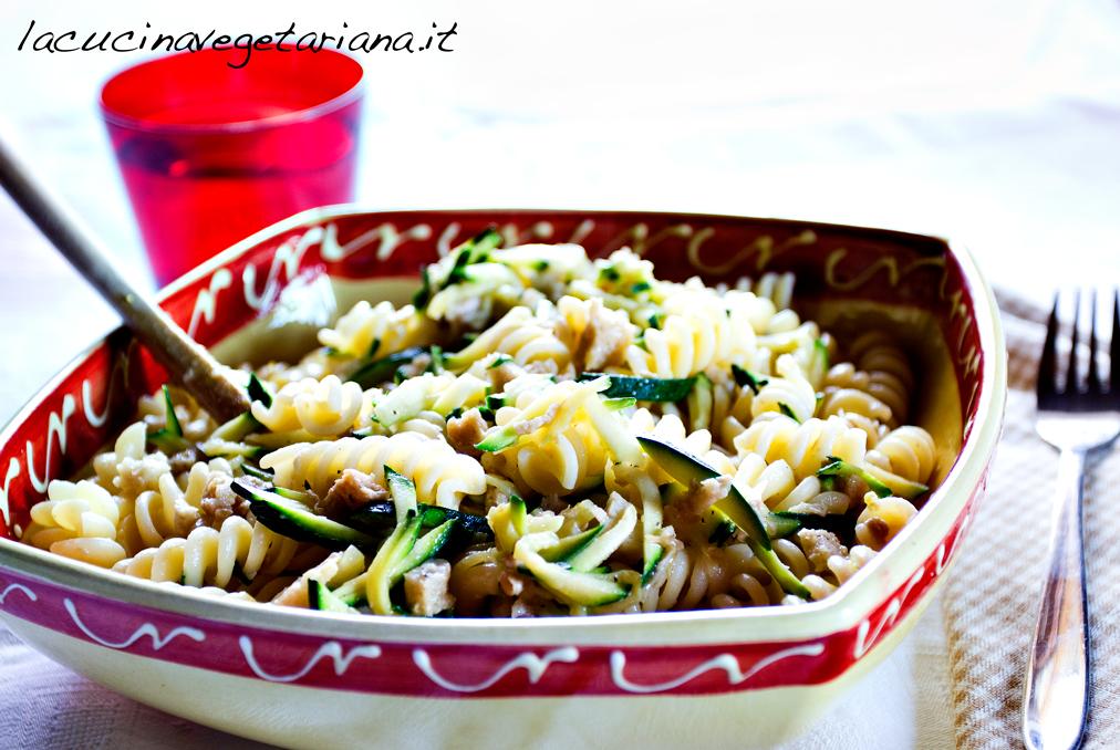 Pasta al ragù di seitan e zucchine