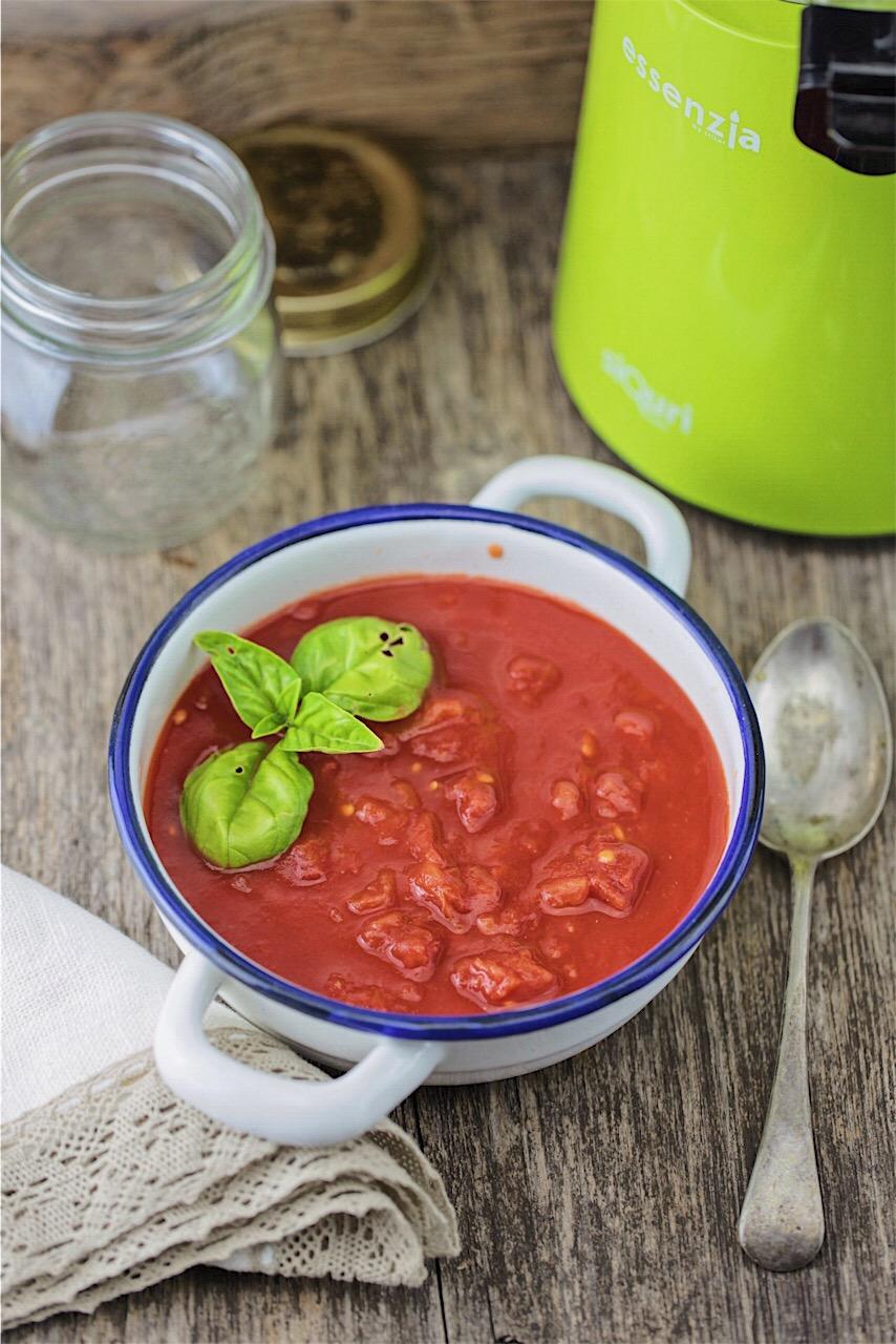 passata di pomodoro con l'estrattore: una salsa favolosa!