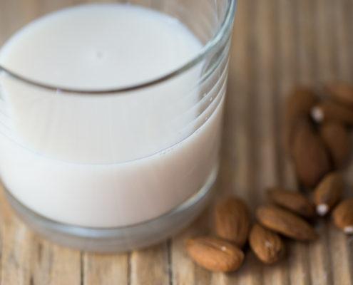 Come preparare un perfetto latte di mandorla con l'estrattore di succo?