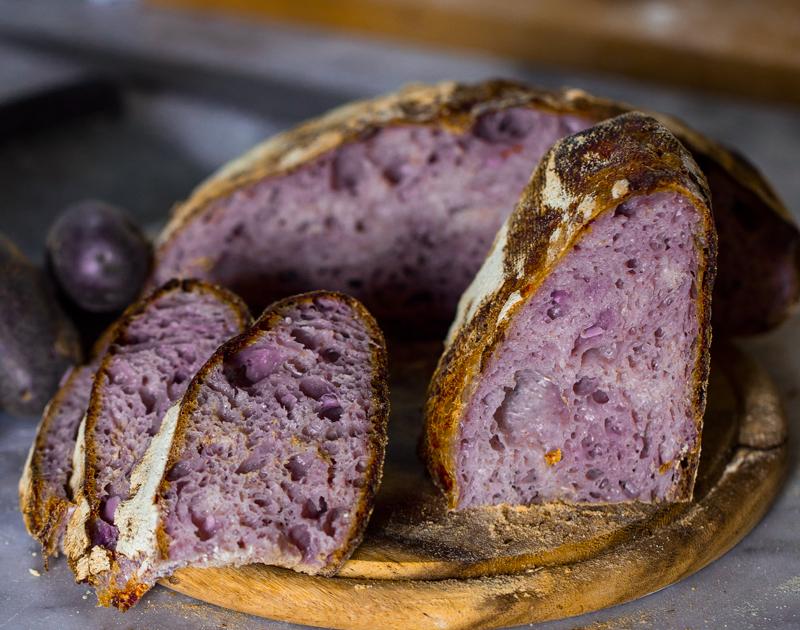 preparare un pane alternativo? Un pane di patate viola e lievito madre! Ecco l'idea!!