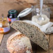 ricetta pane con lievito madre al farro e semi